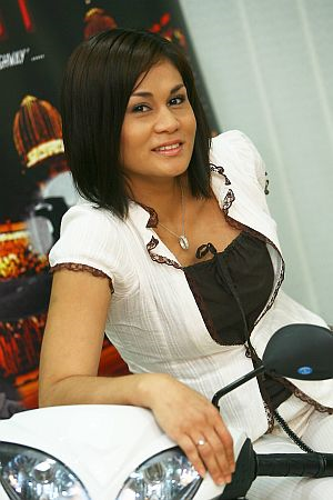 Julia akui sedang berkasih dengan seorang jejaka kacukan Melayu-Belanda - foto THE STAR oleh AZMAN GHANI
