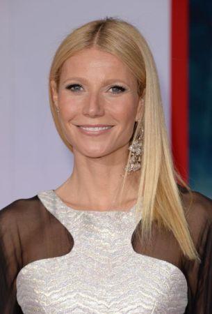 Gwyneth menerima kritikan apabila dipilih sebagai wanita tercantik 2013 oleh majalah People.