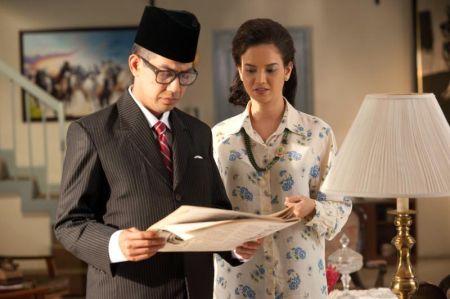 Rusdi Ramli dan Faezah Elai antara pelakon filem 'Tanda Putera'.