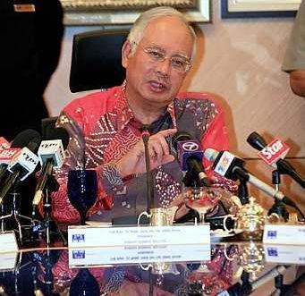 Najib semasa sidang media selepas mempengerusikan mesyuarat Majlis Tertinggi BN. Foto BERNAMA