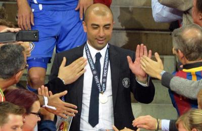 Di Matteo menerima ucapan tahniah sebaik sahaja Chelsea berjaya menewaskan Bayer Munich pada Liga Juara-Juara Eropah mei lalu.
