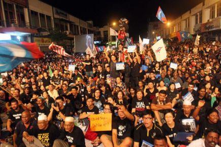 Antara penyokong pembangkang yang hadir pada perhimpunan di Ipoh.