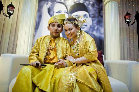 Cat kini sah bergelar isteri Shahruddin. -foto Shutterspeak Studio