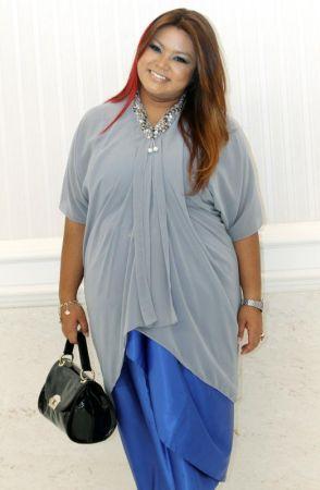 Dina muncul dengan single terbaharu berjudul Wanita Besi.