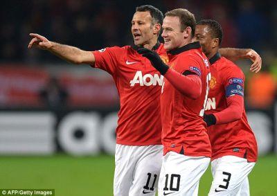 Rooney dan Giggs membantu dalam lima jaringan gol untuk United dengan persembahan yang cemerlang.