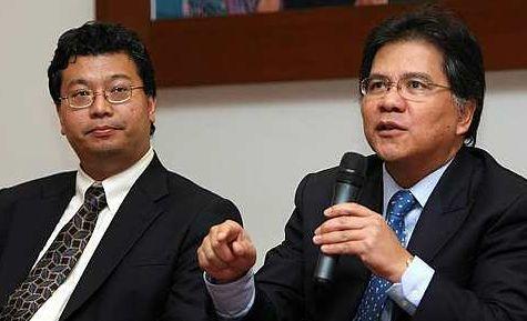 PENGGANTI...  Tengku Datuk Azmil Zahruddin (kiri) dilantik menggantikan Datuk Seri Idris Jala (kanan) sebagai Ketua Pegawai Eksekutif dan Pengarah Urusan MAS. Idris semalam dilantik sebagai menteri tanpa portfolio di Jabatan Perdana Menteri.