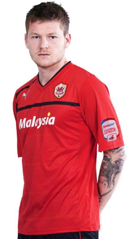 Jersi terbaru Cardiff City berwarna merah mendapat bantahan peminat kelab tersebut.