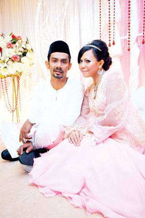 Pasangan Hani dan Hamzah baru sahaja melangsungkan pertunangan pada 1 Januari lalu - Foto UTUSAN