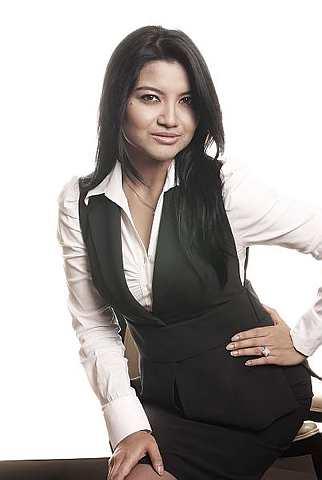 Tina Talisa berasa selesa bila bekerja di bawah bidang penyiaran. Foto TheStar oleh RAYMOND OOI