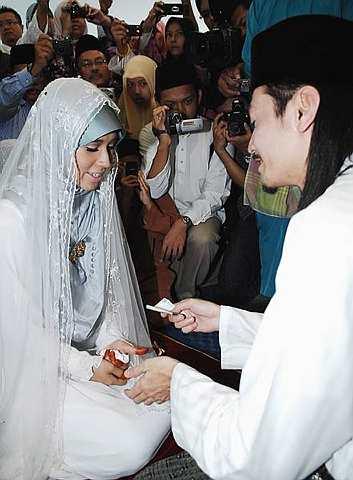 Akhil Hayy dan Waheeda selamat diijabkabulkan. foto The Star oleh NORAFIFI EHSAN