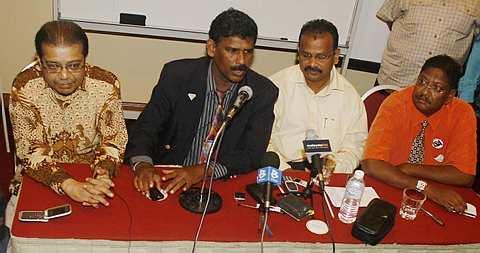 ANTARA pemimpin India dalam Parti Keadilan Rakyat (PKR) yang mengetuai pertemuan di Kuala Lumpur petang tadi. Dari kiri Datuk Ravi Dharan, P. Jenapala, S. Manikavasagam dan S. Jayathas. - foto The Star oleh ABDUL RAHMAN SENIN