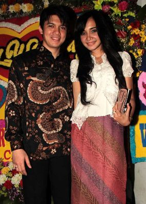 Irwansyah dan isteri Zaskia Sungkar.