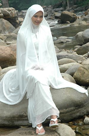 Nora Danish berlakon sebagai bunian di dalam drama bersiri 'Sumpah Bunian'