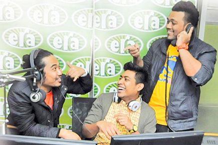 (dari kiri) Johan, Hanif dan Ray diarah mohon maaf.
