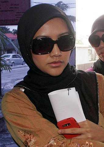 Erema datang berasingan dengan Seri Bayu. -foto Utusan