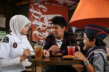 Heliza, Awal dan Hadziq antara bintang utama filem Syurga Cinta