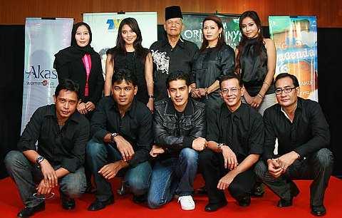 Barisan pelakon drama bersiri Ilusi. - Foto THE STAR Oleh IQMAL HAQIM ROSMAN