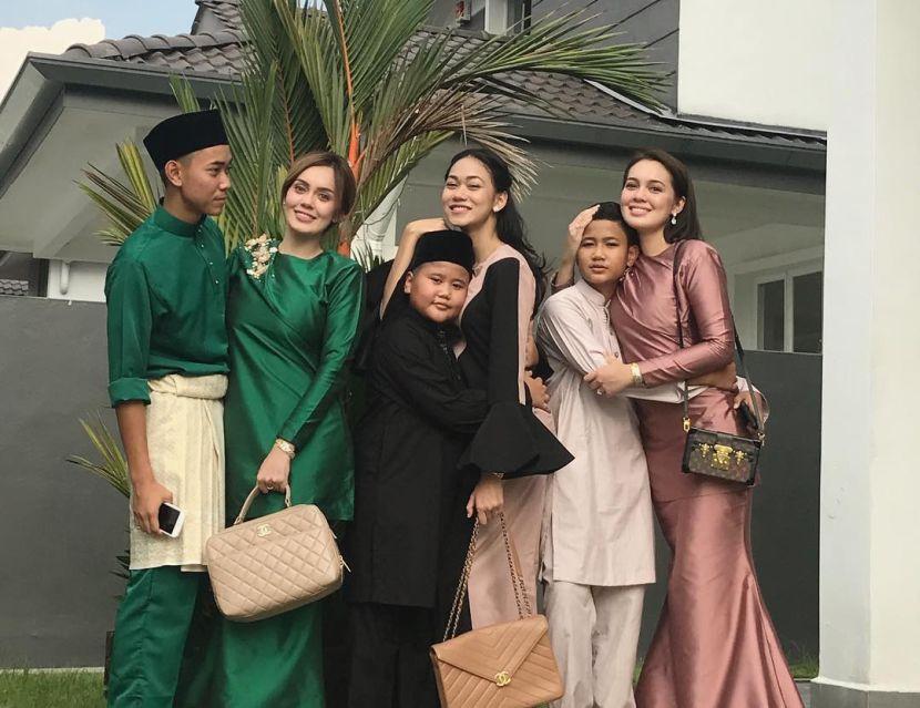 Uqasha Senrose Gementar Pertama Kali Bakal Tunai Umrah Hiburan
