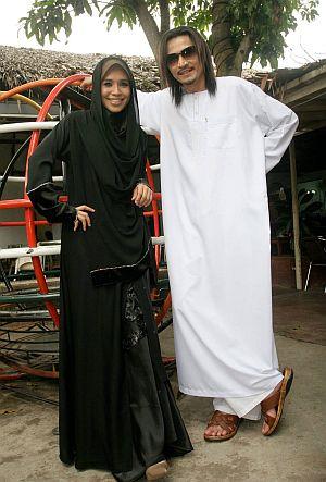 Waheeda dikatakan turut menjadi punca keretakan rumahtangga Akhil (kanan)
