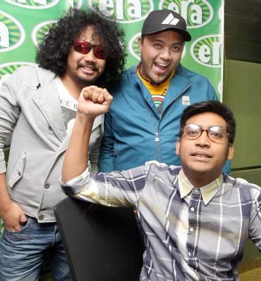 Dari kiri Johan (Raja Lawak), Ray dan Haniff yang dilihat berjaya mengembalikan populariti Era FM.