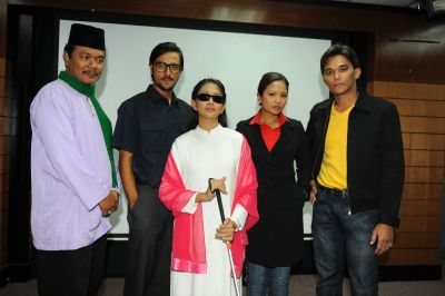 Dari kiri:Rahim Omar (Ustaz Khalid), Bront Palare (Adam), Dira Abu Zahar (Maria), Fara Aliya (Detektif Aishah) dan Azhan Rami (Detektif Malik), antara pelakon yang membintangi 'Tower 13'.