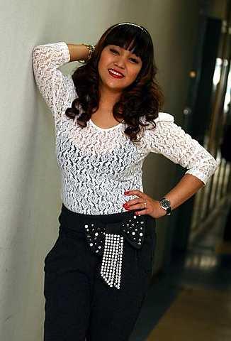 Azharina sedang sibuk dengan perniagaan dan karier seninya. -foto The Star oleh MOHD SAHAR MISNI