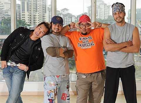 Hans Isaac bersama pelakon utama Cuci The Musical iaitu Afdlin Shauki, AC Mizal dan Awie.