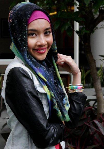 Yuna tidak sangka tindakannya yang enggan mengulas panjang mengenai insiden keretanya dipecah masuk pada Khamis lalu menimbulkan salah faham kepada media. - Foto oleh RICKY LAI
