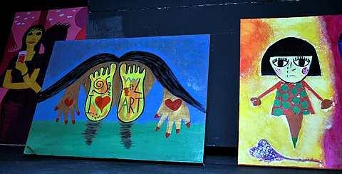 Antara lukisan hasil kerja tangan Ainul. - Foto oleh DALILAH NADIAH MOHD SHAHRIFUDDIN