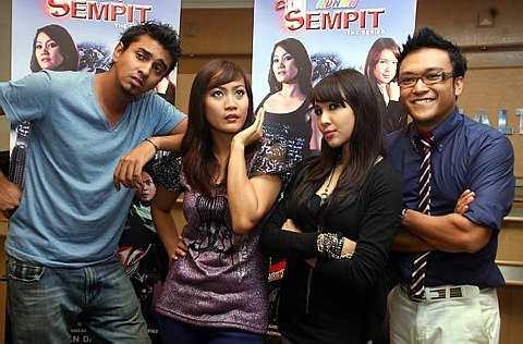 Majlis doa selamat filem, Adnan Sempit pada 26 Februari 2010. - Foto THE STAR Oleh KAMARUL ARIFFIN