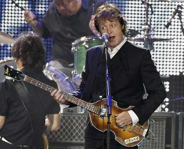 Sir Paul McCartney ketika membuat persembahan di Citi Field, New York. foto-AP