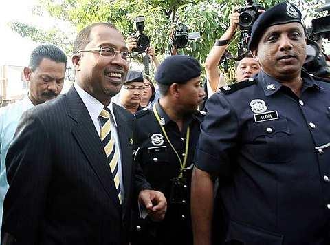 Datuk Seri Dr. Zambry Abdul Kadir tiba di Bangunan SUK Perak pada pukul 9.17 pagi untuk kembali bertugas sebagai Menteri Besar.
