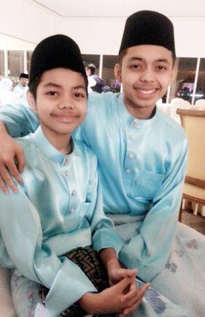 Aniq (kiri) dan Ammar gembira ibu mereka, Rozita Che Wan akhirnya berkahwin dengan Zain Saidin.