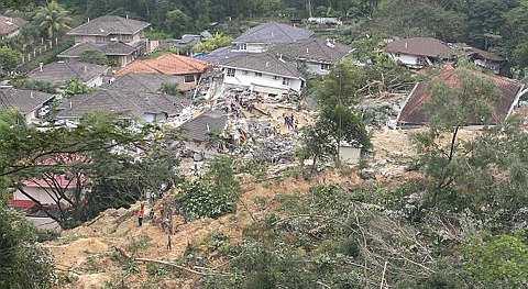 PEMANDANGAN kawasan tanah runtuh Bukit Antarabangsa, Hulu Klang dekat Kuala Lumpur. - foto The Star oleh ABDUL RAHMAN SENIN