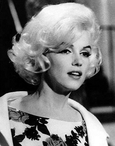 Marilyn Monroe tetap sensasi walaupun sudah menjadi mendiang.