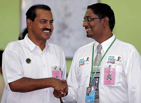 CALON BN dan PKR..Datuk S.Ganesan dan calon PKR S.Manikumar akan berhadapan dengan saingan 13 calon Bebas yang turut bertanding di DUN Bukit Selambau.