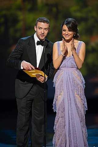 Justin Timberlake (kiri) dan Mila Kunis sewaktu menjadi penyampai anugerah di Anugerah Oscar ke-83, baru-baru ini.