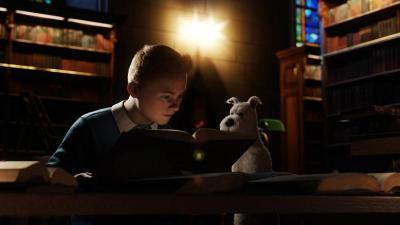 Babak filem The Adventures Of Tintin: Secret Of The Unicorn menyaksikan Tintin (suara oleh Jamie Bell) dan anjingnya Snowy menyelinap masuk ke perpustakaan untuk mendapatkan pembayang mengenai kapal misteri, Unicorn.