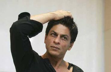 Bintang Bollywood Shah Rukh Khan ditahan ketika dalam perjalanan ke Chicago. Carian mengenai dirinya di Internet meningkat dengan mendadak pada hari berita itu tersebar. foto-AP