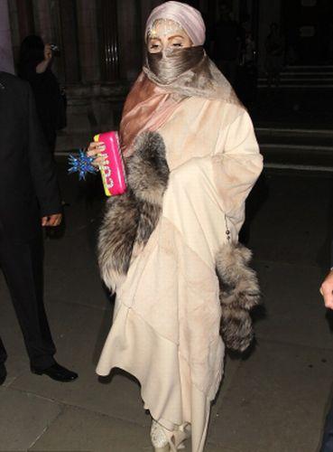 Lady Gaga sentiasa tampil dengan imej pelik.