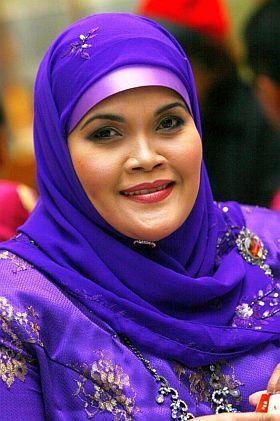 Aishah sah bakal bertanding sebagai calon PAS di Parlimen Jempol, Negeri Sembilan pada Pilihan Raya Umum ke 13 (PRU13) selepas diumumkan oleh Presidennya, Datuk Seri Abdul Hadi Awang di ibu pejabat PAS Pusat, Kuala Lumpur pada Selasa.