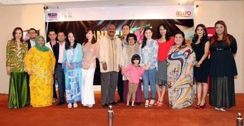 Antara selebriti yang akan memeriahkan Anugerah Blockbuster 2011. Foto Rohaizat Md Darus