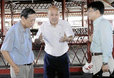 Berbincang...Naib Presiden, Dewan Perniagaan dan Perindustrian Cina Malaysia, Datuk Gan Sau Wah (tengah) dan Dewan Perniagaan dan Perdagangan Kapitan Semporna, Ho Kim Chang (kiri) bertemu dengan Setiausaha Pertama Kerajaan Taiwan ke Malaysia, Charles Chou di Semporna.