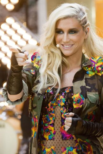 Kesha mengakui menyukai lelaki dan wanita.