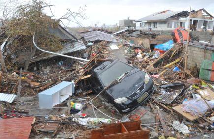 MUSNAH... Keadaan di sekitar bandar Tacloban selepas dilanda ribut taufan Haiyan pada Khamis lalu. -fotoBERNAMA