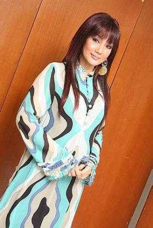 6 Ogos (khamis ini), Erra Fazira akan berada di studio Suria FM bersama puteri comelnya, Engku Aleesya. - foto THE STAR oleh KEVIN TAN