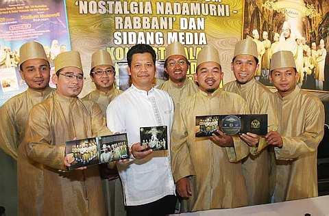Rabbani melancarkan album 'Nostalgia Nada Murni' baru-baru ini di Restoran Cheng Ho milik penyanyi Amy Search. -foto The Star oleh AZMAN GHANI