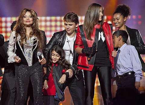 Tiga orang anak Michael datang ke konsert