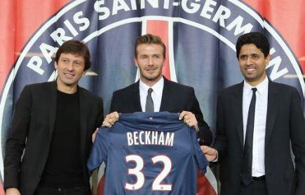 David Beckham (tengah), bersama Presiden PSG Nasser Al-Khelaifi (kiri) and Pengarah Sukan, Leonardo selepas sidang media pengumuman bintang bola sepak itu menyertai pasukan berkenaan.