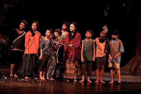 Antara babak dalam teater Muzikal Laskar Pelangi.
